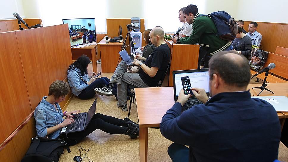 Журналисты во время заседания Донецкого городского суда (Ростовская область) по делу Надежды Савченко