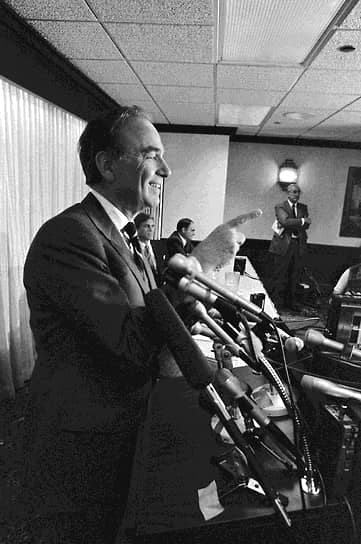 Телевидением Руперт Мердок занялся в 1985 году, купив сразу семь телевизионных станций в США за $2 млрд. В том же году магнат приобрел 50% акций кинокомпании 20st Сentury Fox, вскоре заработала его собственная Fox Broadcasting Company. Привлечь аудиторию Мердок старался прежними методами — транслируя скандалы, насилие, эротику