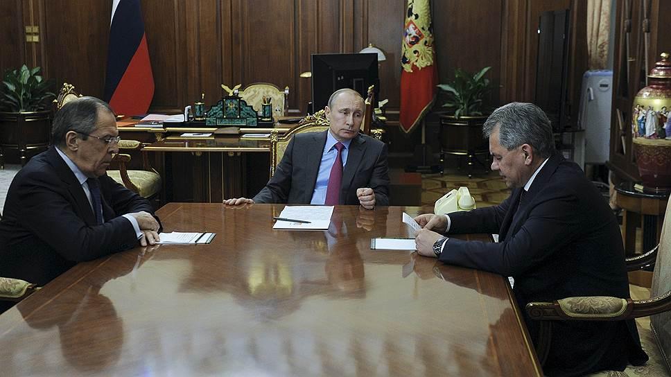 Слева направо: министр иностранных дел Сергей Лавров, президент Владимир Путин, министр обороны Сергей Шойгу