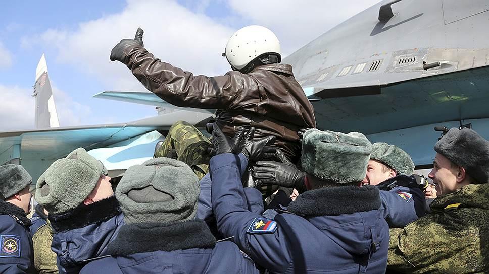 Встреча первой группы вернувшихся из Сирии истребителей-бомбардировщиков Су-34 на военном аэродроме в Бутурлиновке