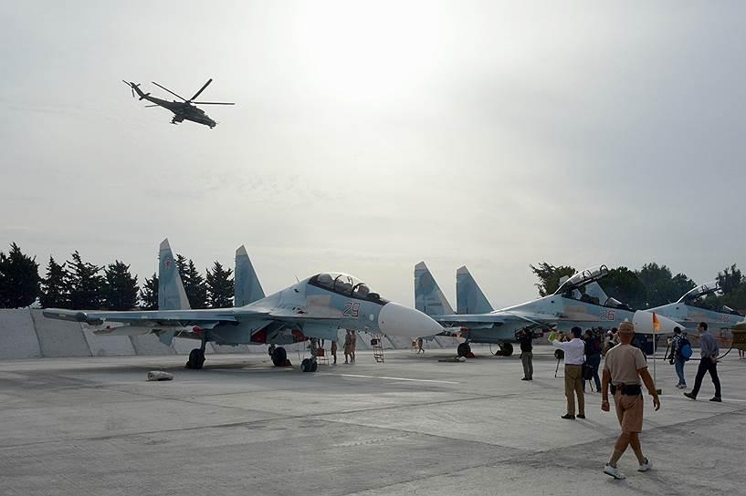 Российские истребители Су-30СМ на авиабазе Хмеймим в Сирии