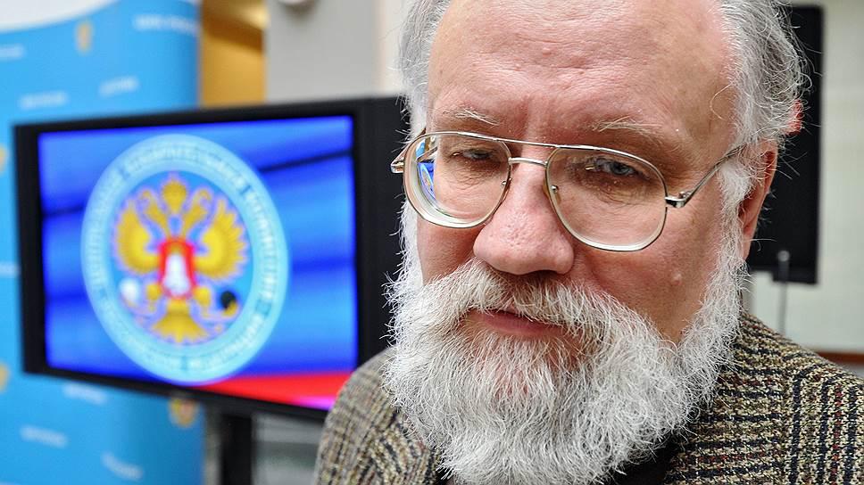 Владимир Чуров напоследок работает над документами