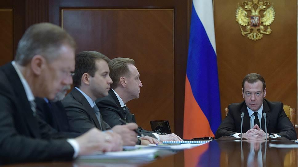 Почему Дмитрий Медведев ограничил показатель мощности служебных автомобилей