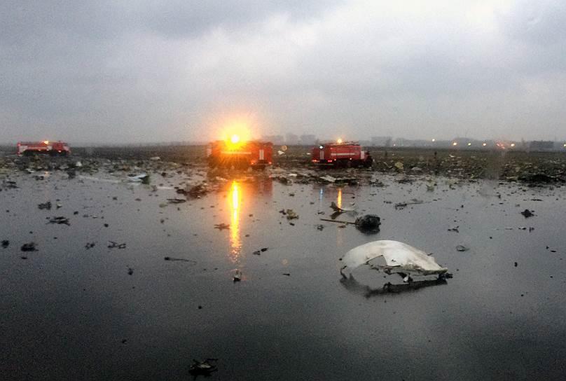 Обломки самолета Boeing 737-800 авиакомпании flydubai