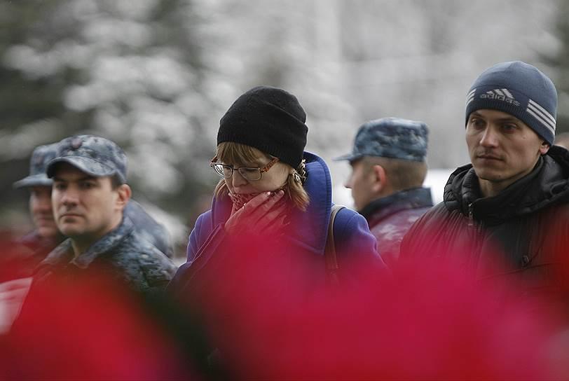 Жители Ростова-на-Дону возле аэропорта