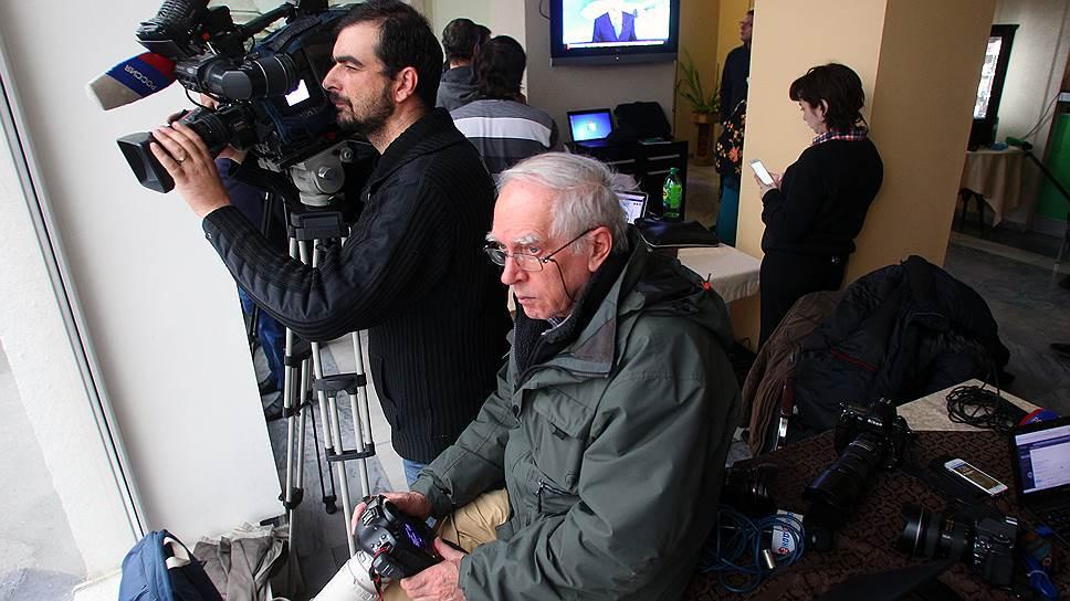 Журналисты в VIP-зале ростовского аэропорта, ограниченные в передвижении по территории на время проведения следственных действий