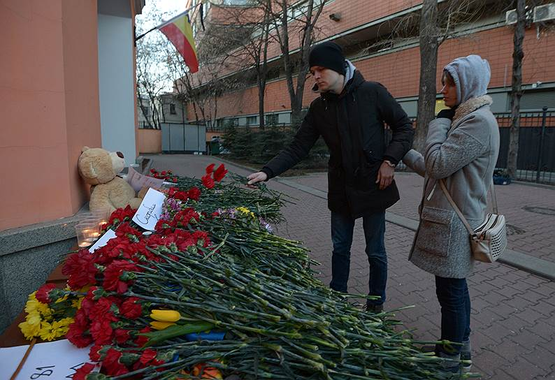Цветы у представительства Ростовской области в Москве