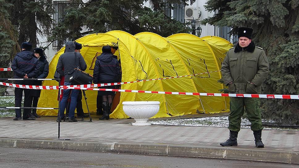Палатка для досмотра журналистов