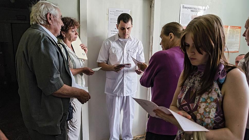 Врачи государственных клиник менее всего довольны своими доходами