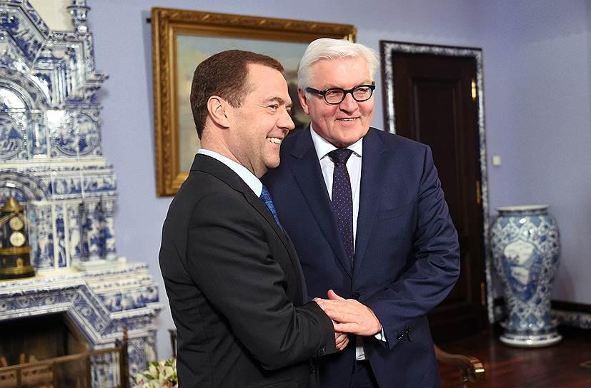 Председатель правительства России Дмитрий Медведев (слева) и министр иностранных дел Германии Франк-Вальтер Штайнмайер