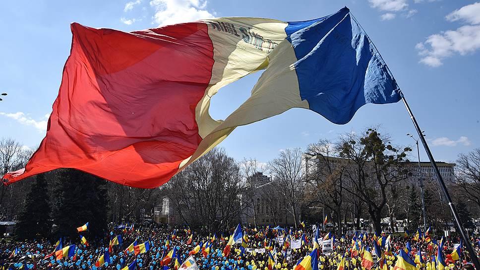 Как сторонники объединения Молдавии с Румынией отметили очередную годовщину воссоединения двух стран в 1918 году