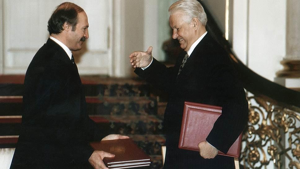 Александр Лукашенко: «Мы войдем в третье тысячелетие сильным и процветающим межгосударственным объединением… Это полная и абсолютно безоговорочная победа тех людей, которые долгое время мечтали о единстве наших народов» (23 мая 1997 года после подписания Устава союза)