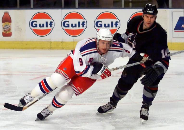 Не выиграв главных призов со своими командами в НХЛ, Буре собрал приличную коллекцию индивидуальных наград. Помимо приза лучшему новичку Calder Trophy, в начале 2000-х он дважды взял Maurice Richard Trophy — приз лучшему снайперу регулярного чемпионата НХЛ, трижды попадал в символическую сборную лиги