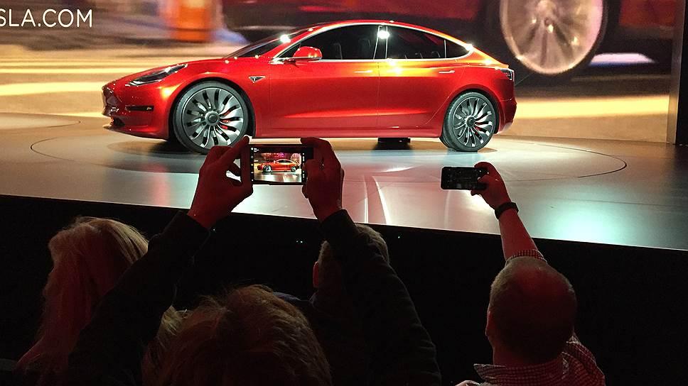 Новая модель от Tesla кажется привлекательным предложением, поскольку другие электромобили по доступным ценам (Nissan Leaf, BMW i3) могут проехать на одном заряде вдвое меньше