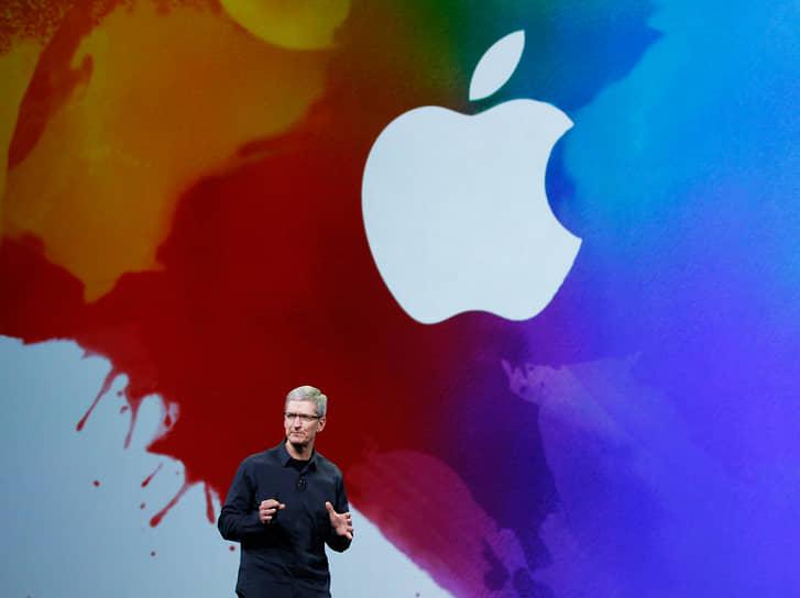 В 2011 году Стив Джобс покинул пост генерального директора Apple. Через несколько месяцев его не стало. Причиной смерти была злокачественная опухоль поджелудочной желелзы. Вместо Джобса главой компании стал Тим Кук (на фото)