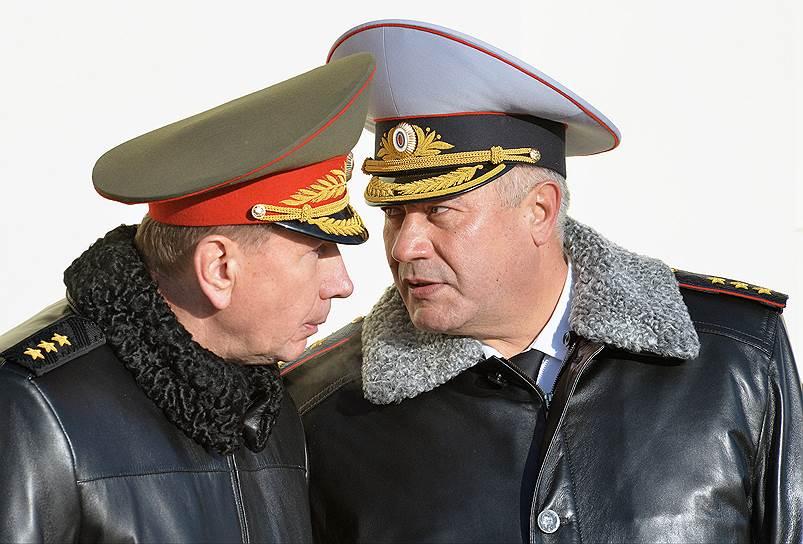 Виктор Золотов (слева) уходит из подчинения Владимира Колокольцева, но продолжит работать с ним рука об руку