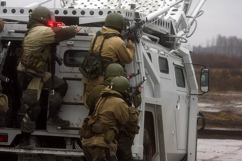 Ряды нацгвардии пополнят сотрудники Центра специального назначения сил оперативного реагирования и авиации, который включает в себя: отряд особого назначения «Зубр», специальный отряд быстрого реагирования «Рысь», авиационный отряд специального назначения «Ястреб»