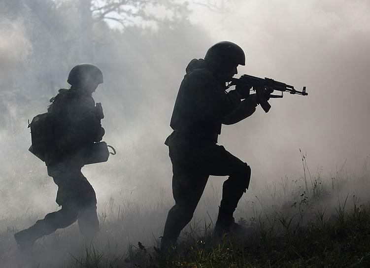 Для защиты граждан или других военнослужащих от нападения, угрожающего их жизни и здоровью, нацгвардия может применять огнестрельное оружие