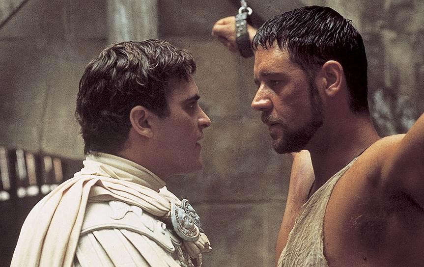 В 2000 году Рассел Кроу сыграл полководца Максимуса в исторической ленте Ридли Скотта «Гладиатор» (кадр на фото). Для этой роли актеру за два месяца пришлось похудеть на 16 кг