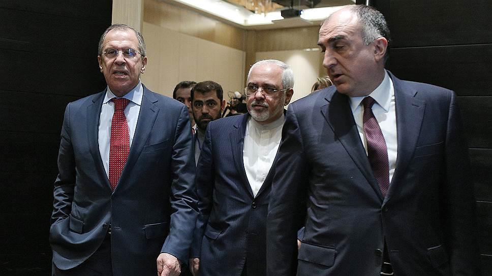 На фото слева направо: министр иностранных дел России Сергей Лавров, министр иностранных дел Ирана Мохаммад Джавад Зариф и министр иностранных дел Азербайджана Эльмар Мамедьяров