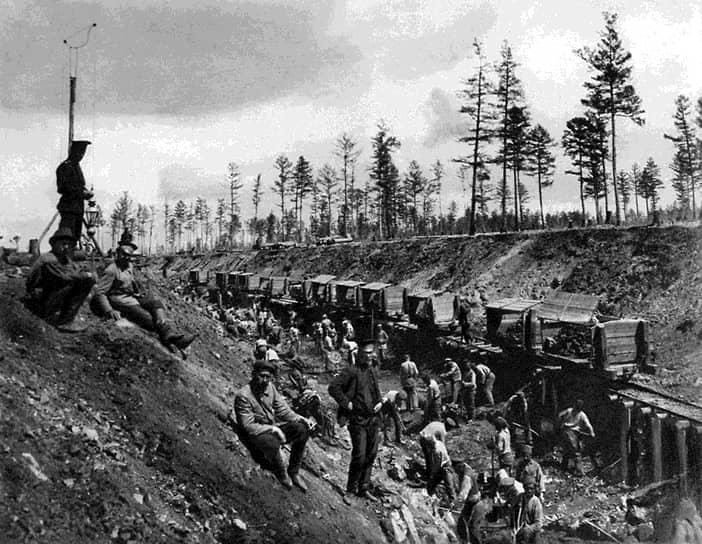 Окончательные работы по строительству Транссибирской магистрали завершились в 1916 году. К этому времени был введен в эксплуатацию мост через реку Амур близ Хабаровска