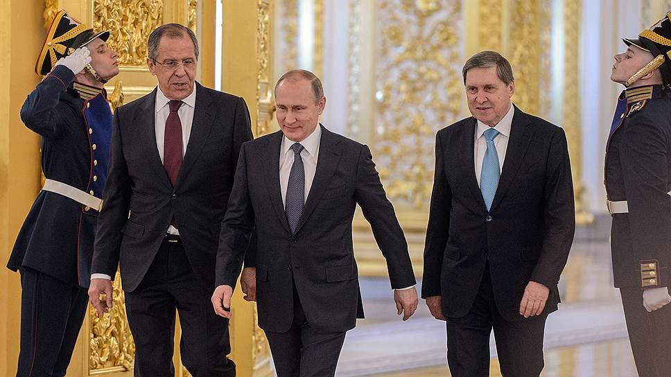 Министр иностранных дел России Сергей Лавров, президент России Владимир Путин и его помощник Юрий Ушаков