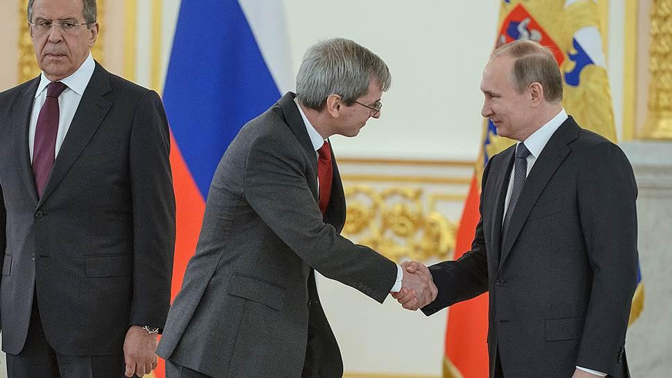 Министр иностранных дел России Сергей Лавров, чрезвычайный и полномочный посол Великобритании в России Лори Бристоу и президент России Владимир Путин