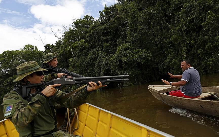 Штат Рорайма, Бразилия. Спецоперация по пресечению нелегальной золотодобычи на землях коренных племен яномамо