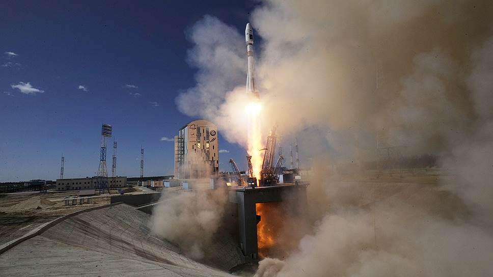 С космодрома Восточный произведен первый запуск ракеты