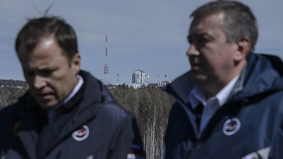 Глава «Роскосмоса» Игорь Комаров (слева) и первый заместитель главы госкорпорации Александр Иванов