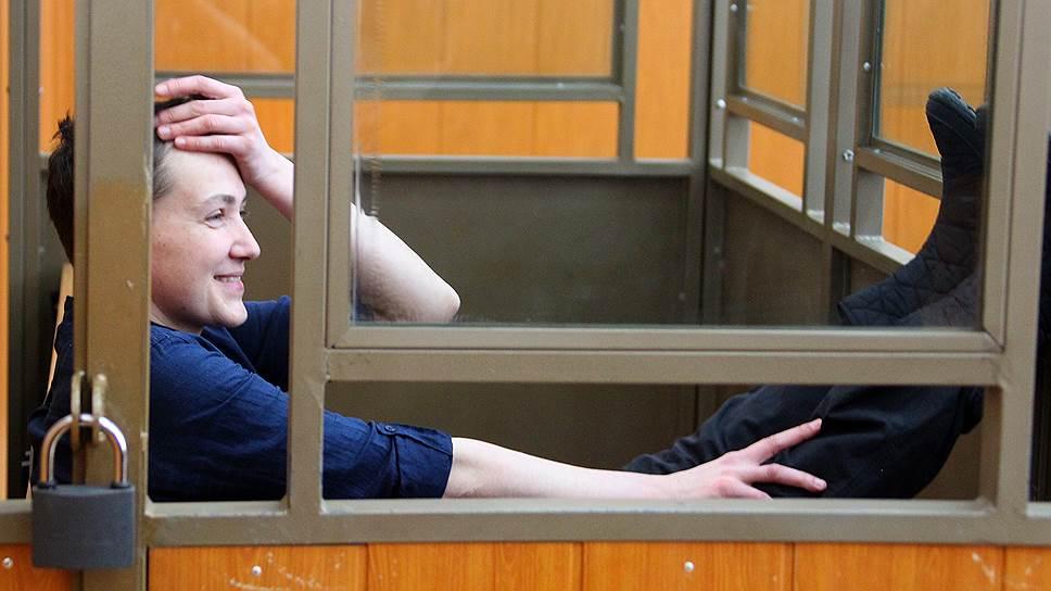 Надежда Савченко заполнит анкету домой
