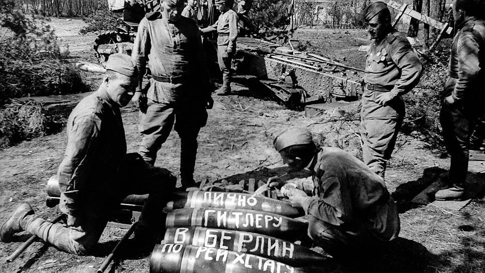 К апрелю 1945 года в результате нескольких успешных наступательных операций советские войска вышли на рубеж рек Одер и Нейсе. Под угрозой оказалась центральная Германия и столица Третьего рейха — Берлин. «Появление советских войск в 70 километрах от Берлина было ошеломляющей неожиданностью для немцев. В момент, когда отряд ворвался в город Кинитц, на его улицах спокойно разгуливали немецкие солдаты, в ресторане было полно офицеров»,— писал маршал Георгий Жуков