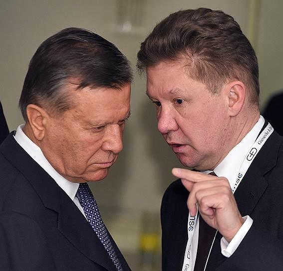 Председатель совета директоров «Газпрома» Виктор Зубков  (слева) и председатель правления компании «Газпром» Алексей Миллер (справа)