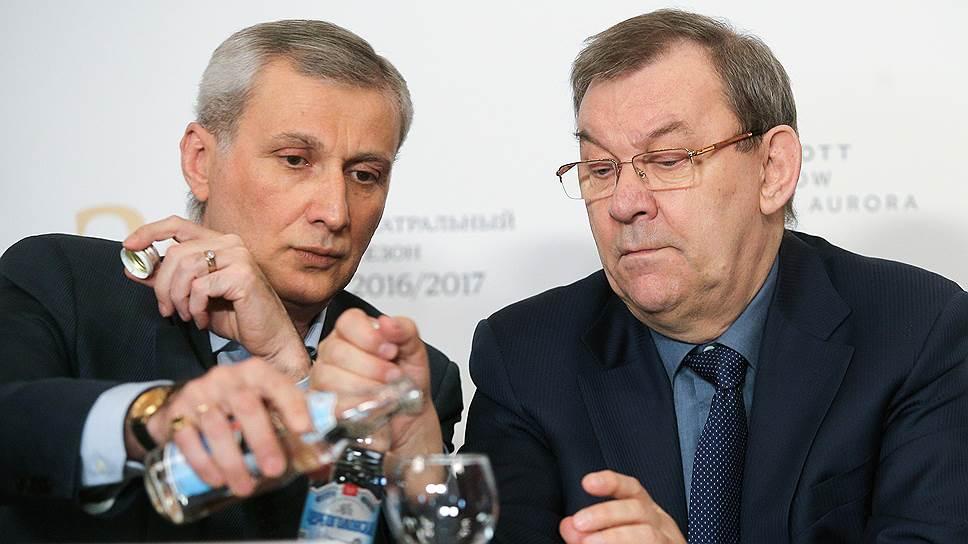 Руководитель балетной труппы Государственного академического Большого театра (ГАБТ) Махарбек Вазиев (слева) и генеральный директор ГАБТ Владимир Урин