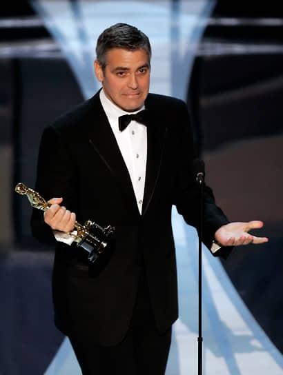 В 2006 году Джордж Клуни был награжден главной американской кинопремией «Оскар» в номинации лучший актер второго плана за триллер «Сириана». Ради этой роли Клуни набрал 10 кг, сидя на «специальной макаронной диете»