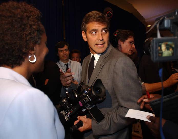 В режиссуре Джордж Клуни впервые дебютировал в 2002 году, сняв картину «Признания опасного человека». За нее он получил спецпремию от Национального Совета Кинокритиков. В 2005 году вышла вторая его режиссерская работа — драма «Доброй ночи и удачи», где он выступил продюсером, режиссером и сыграл одну из главных ролей. Картина была также положительно оценена критиками и получила несколько наград на Венецианском международном кинофестивале