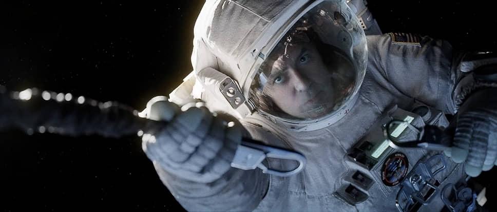 Фильм Альфонсо Куарона «Гравитация» (2013) с Джорджем Клуни и Сандрой Баллок стал самым кассово успешным для актера — более $700 млн сборов при бюджете $100 млн. Лента номинировалась на десять «Оскаров», получив семь из них, в том числе за лучшую режиссуру, операторскую работу и спецэффекты