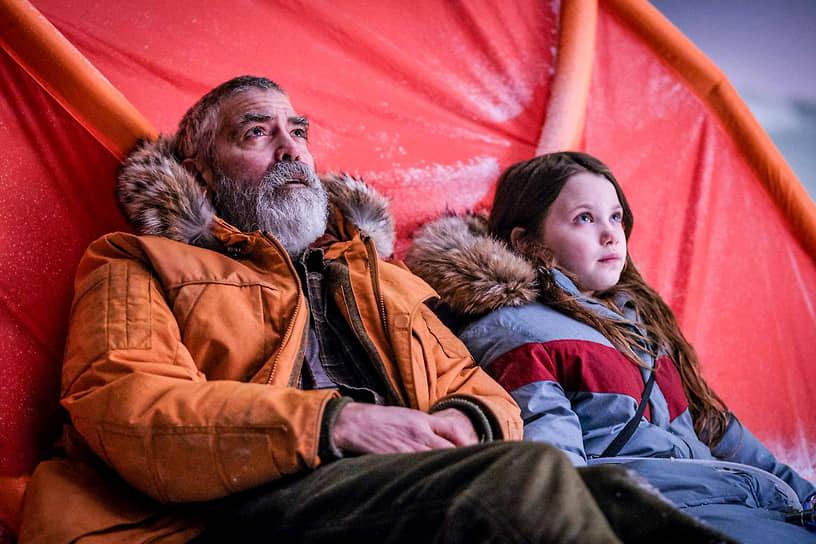 Последняя на данный момент режиссерская и актерская работа Джорджа Клуни — фантастический триллер «Полночное небо» (кадр на фото), вышедший в прокат в декабре 2020 года