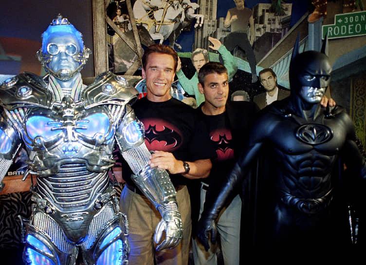 """«Без """"Бэтмена и Робина"""" я бы не стал тем, кто я теперь. Он научил меня тому, что мой провал или успех зависит только от моего собственного вкуса» <br> «Бэтмен и Робин» (1997) с Джорджем Клуни и Арнольдом Шварценеггером (на фото слева) собрал в прокате более $230 млн при бюджете в $125 млн, однако студия Warner Bros. не была удовлетворена результатом. В 2015 году Джордж Клуни извинился за свое участие в блокбастере"""