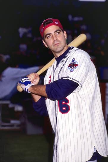 Во время учебы в Северном Университете Кентукки, который актер так и не закончил, Клуни всерьез увлекался баскетболом и бейсболом и даже подумывал о профессиональной бейсбольной карьере, но в итоге не пошел по этому пути
