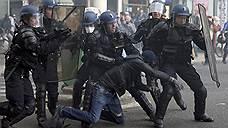Правительство Франции бьют слева и справа