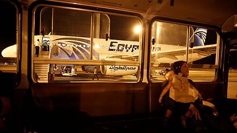 В крушении самолета EgyptAir обнаружили синайский след  / Власти Египта не исключают версии о теракте на борту Airbus A320