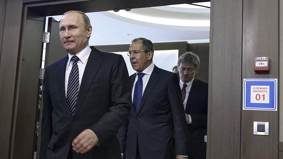 Президент России Владимир Путин и министр иностранных дел России Сергей Лавров