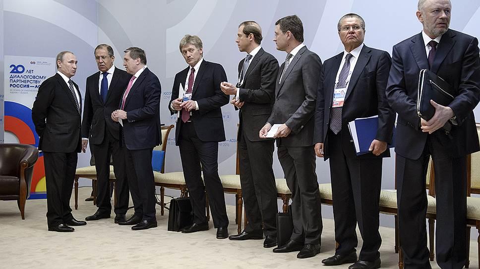 Владимир Путин готовит свою делегацию к встрече с премьер-министром Камбоджи