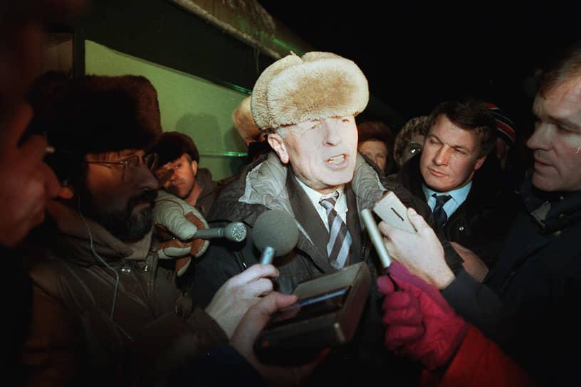 Из ссылки ученого вернули в 1986 году по распоряжению Михаила Горбачева. После возвращения он работал в Физическом институте имени Лебедева в должности главного научного сотрудника