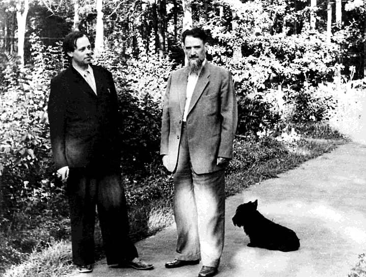 Начальное образование Андрей Сахаров получил дома. В школу пошел учиться с седьмого класса. В 1938 году он поступил в МГУ на физический факультет<br> На фото: Андрей Сахаров (слева) и физик Игорь Курчатов