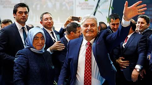 Турецкие власти выбрали нового премьера  / Им стал действующий министр транспорта Бинали Йылдырым