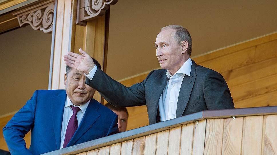 Исполняющий обязанности главы Тывы Шолбан Кара-оол (слева), президент России Владимир Путин