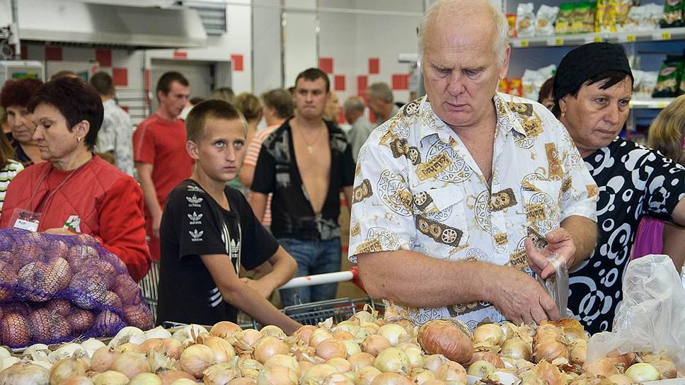 Почему россияне перешли на дешевую еду
