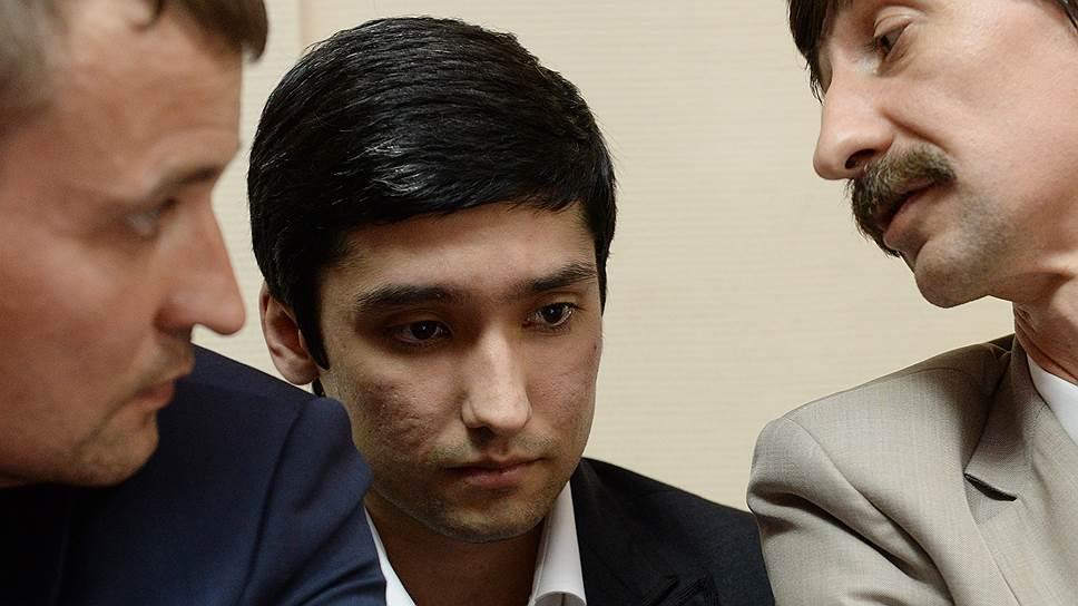 Сын вице-президента компании ЛУКОЙЛ Руслан Шамсуаров (в центре)